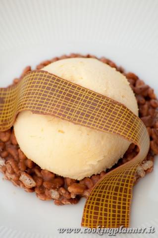 Mousse di zabaione su base di riso soffiato