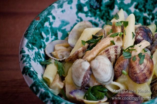 Pasta alle vongole veraci, patate e zucchini essiccati