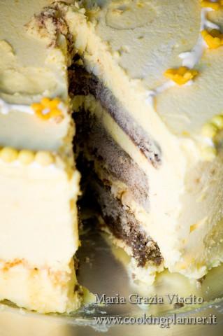 Mousse al limone e cioccolato bianco con mandorle caramellate
