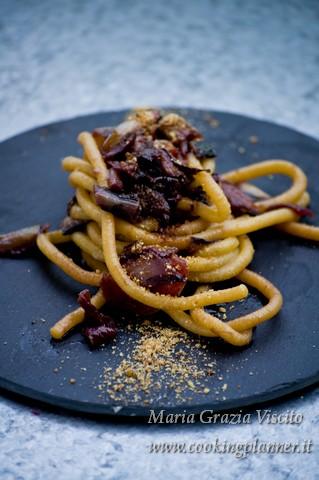 Bigoli all'amarone con radicchio tardivo, pomodorini, granella di colomba e aceto balsamico tradizionale di Modena