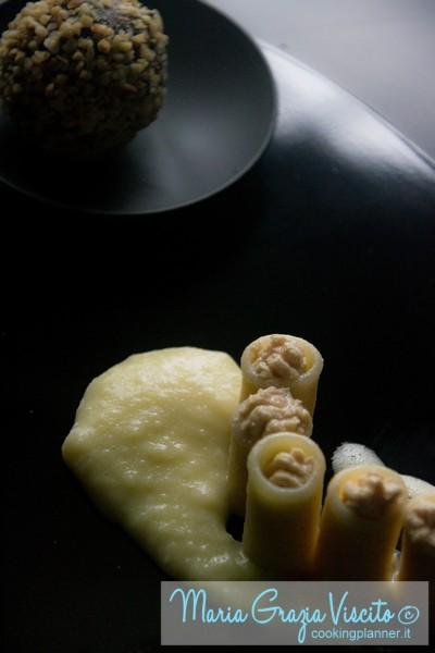 Bocche di lupo ripiene di ganache di foie gras e mozzarella di bufala con aria all