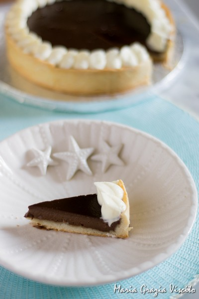Crostata al cioccolato gianduia e namelaka al cioccolato bianco