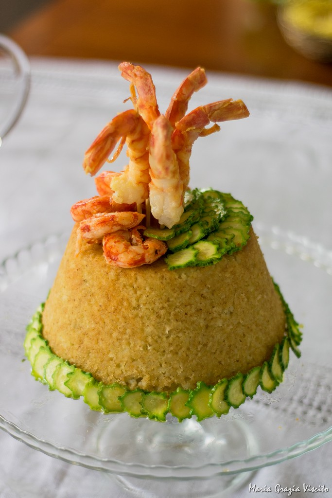 Il sartù di riso con piselli, zucchine e gamberoni, polpette di ricotta al limone e besciamella al limone